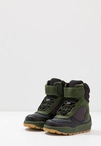 Woden - ALEX MIDCUT - Zimní obuv - pine tree green - 3