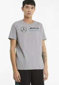 Puma - T-shirt med print - silver - 0