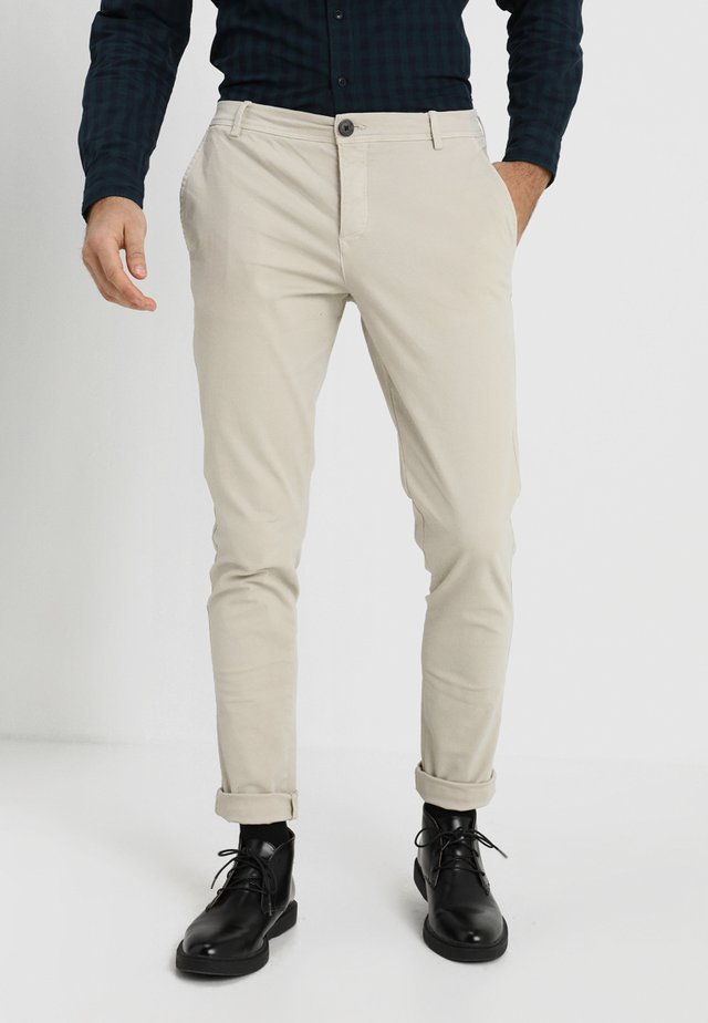 SLHSKINNY LUCA  - Chinos - silver lining
