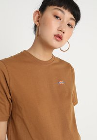 Dickies - STOCKDALE - T-shirts basic - brown duck - 3