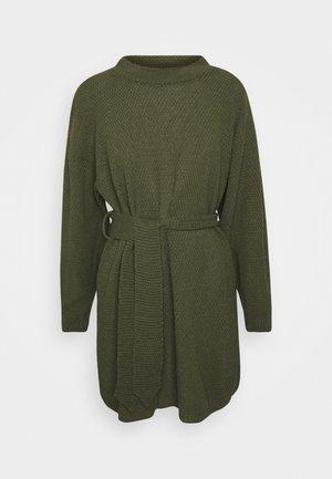 TIE WAIST JUMPER DRESS - Pletené šaty - forest green