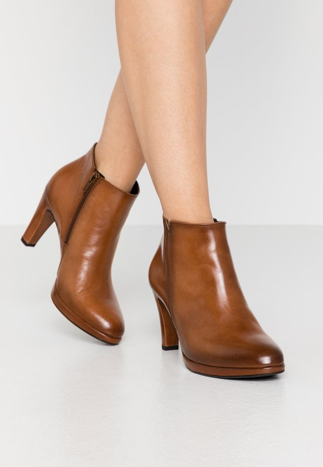High heeled ankle boots - whisky