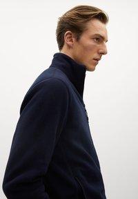 Mango - FLUFFY - Fleece jacket - dunkles marineblau - 3