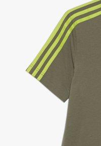 adidas Performance - ESSENTIALS 3STRIPES SPORT SHORT SLEEVE TEE - T-shirt print - olive/light green - 3