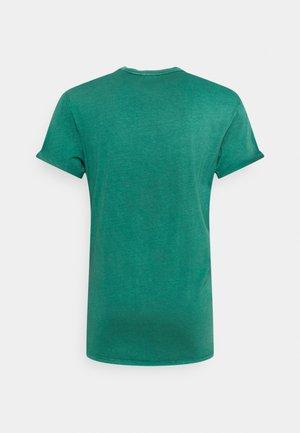 LASH  - T-shirt basic - bright laub