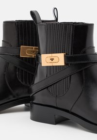 Tory Burch - CHELSEA BOOTIE - Støvletter - perfect black - 4