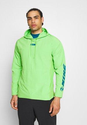 T-shirt de sport - mean green
