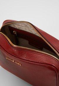 MICHAEL Michael Kors - JET SET CAMERA BAG MERCER PEBBLE - Across body bag - brandy - 4