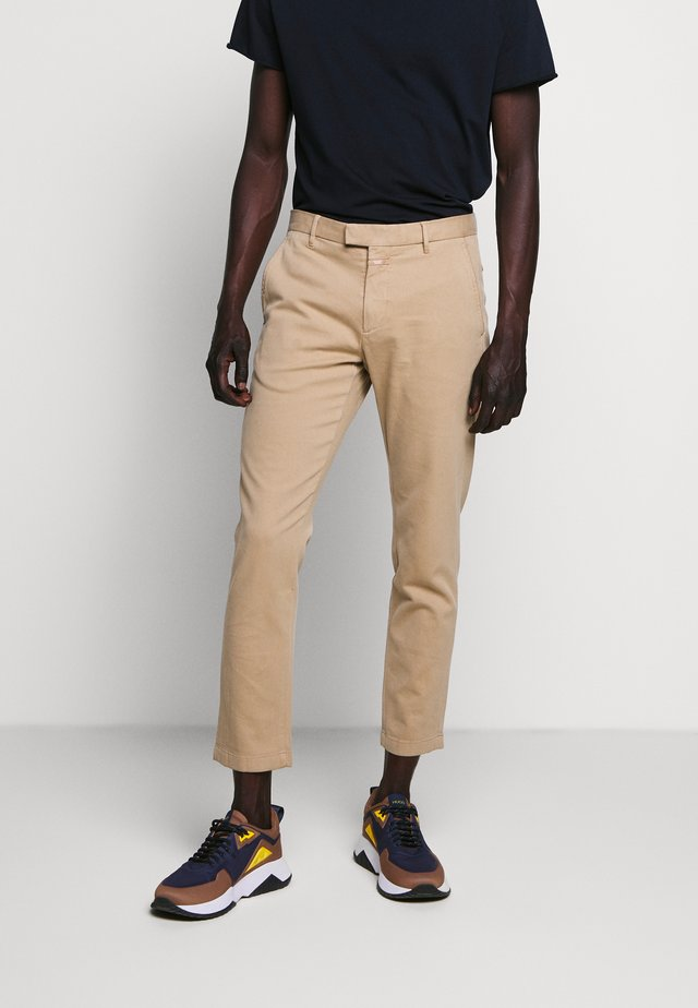 DEVON - Pantalones chinos - sesame