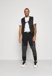 Nike Sportswear - TEE AIR - Camiseta estampada - white - 1