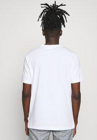Calvin Klein - SHADOW LOGO  - T-shirt con stampa - white - 2