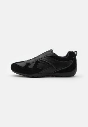 LALEGGENDA - Zapatillas - black