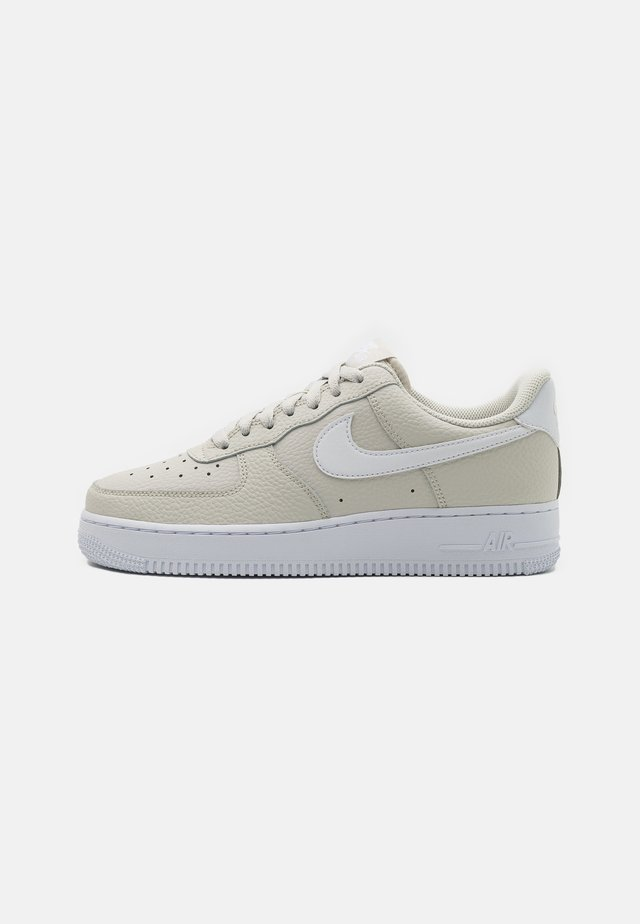 AIR FORCE 1 '07 - Sneakersy niskie - light bone/white
