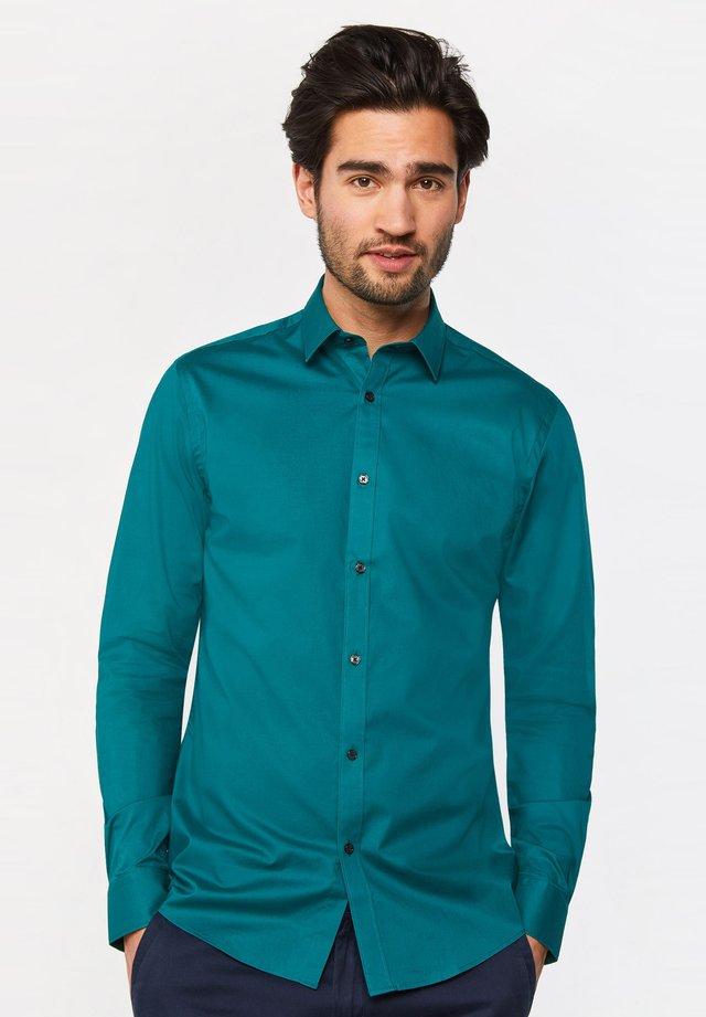 MIT STRETCHANTEIL - Shirt - green