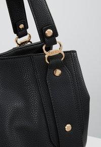 LIU JO - SATCHEL COFFEE MILK - Håndtasker - black - 6