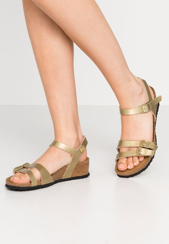 LANA - Sandály na klínu - metallic gold