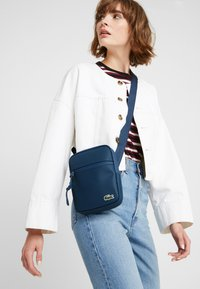 Lacoste - FLAT CROSSOVER BAG - Across body bag - reflecting pond - 5