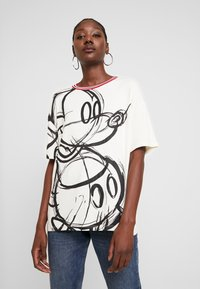 Desigual - LOVE MICKEY - T-shirts med print - blanco - 0