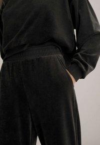 OYSHO - Sweatshirt - black - 4