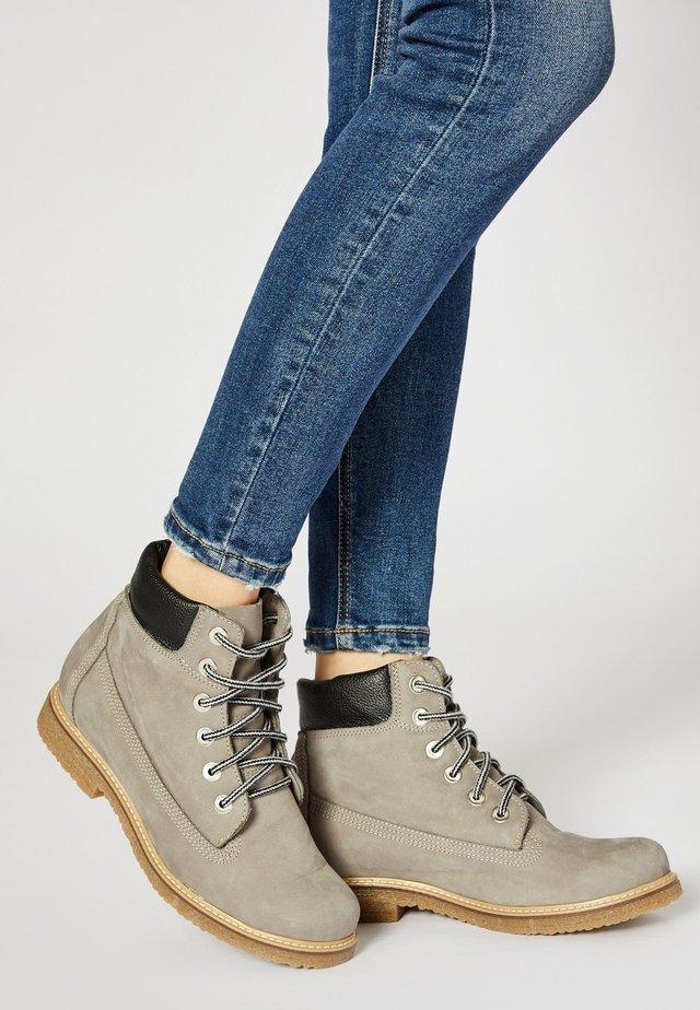 Šněrovací kotníkové boty - grey