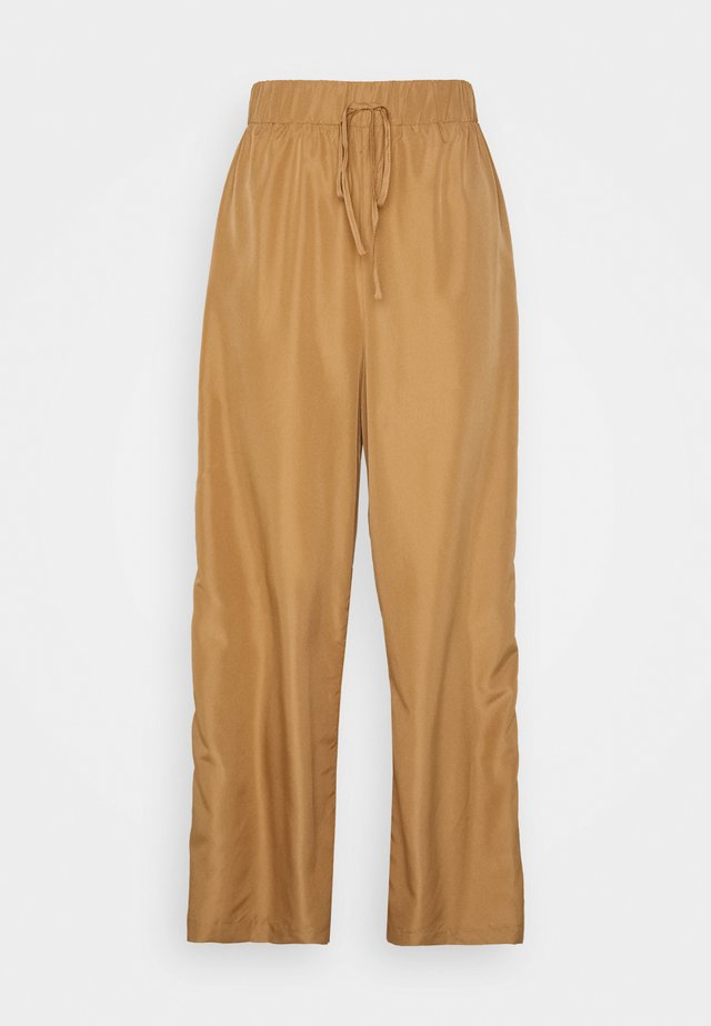 WIDE PANTS - Pantalones - camel
