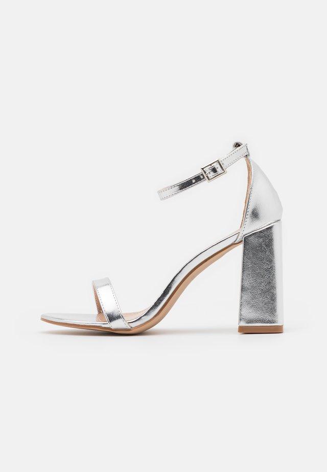 LORAINE - Sandalias - silver