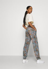 ONLY - ONLELCOS EMMA LONG PANT - Tracksuit bottoms - balsam green - 4