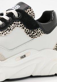 HUB - ROCK - Trainers - offwhite/cheetah/black - 2