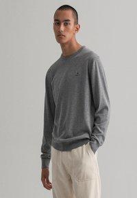 GANT - Stickad tröja - dark grey melange - 0
