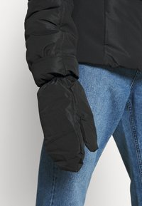Missguided - SKI JACKET WITH MITTENS AND BUMBAG  - Winter jacket - black - 6