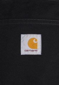 Carhartt WIP - NEWEL MAITLAND - Farkkushortsit - black rinsed - 2