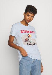 Cotton On - CLASSIC DISNEY - T-shirt con stampa - kentucky blue - 0