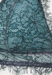Dora Larsen - MARIA PADDED TRIANGLE - Triangle bra - dark green - 4