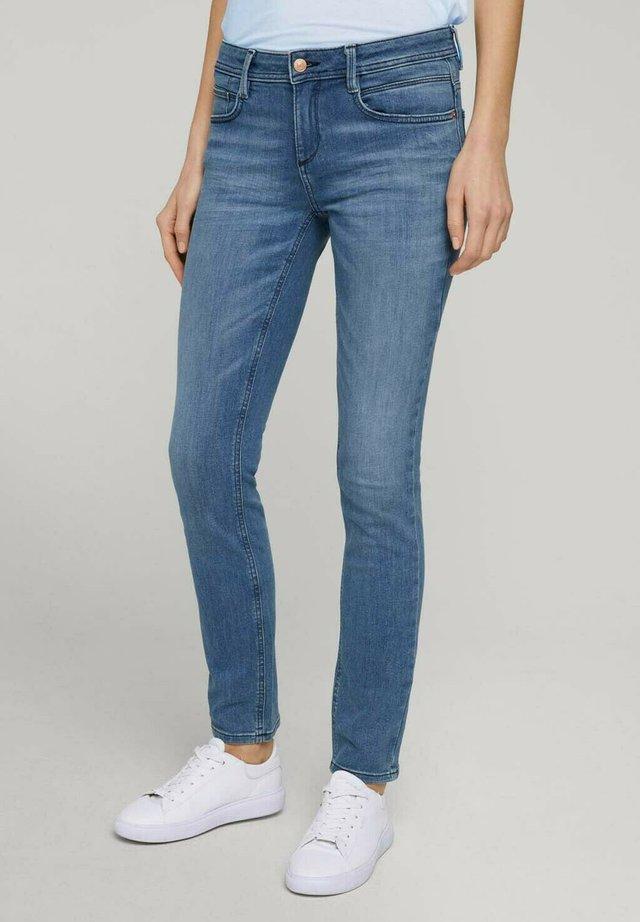ALEXA - Jeans slim fit - light stone bright blue denim