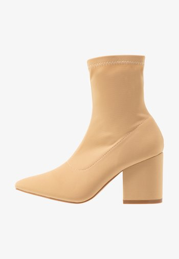 WIDE FIT KINLEY - Classic ankle boots - nude