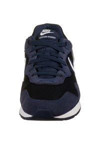 Nike Sportswear - VENTURE - Sneakers - midnight navy/white - 5