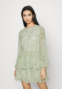 Gina Tricot - AMBER PLEATED DRESS - Day dress - green - 0