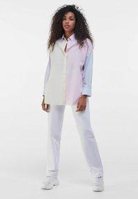Bershka - MIT COLOUR-BLOCK  - Button-down blouse - mauve - 1