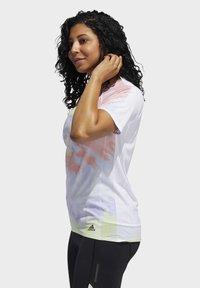 adidas Performance - RISE UP 'N RUN SANTA MONICA T-SHIRT - Print T-shirt - red - 7