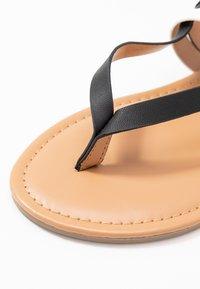 Dorothy Perkins Wide Fit - WIDE FIT FUTURE - Flip Flops - black/white - 2
