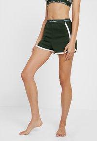 Calvin Klein Underwear - SLEEP SHORT - Nattøj bukser - duffel - 2