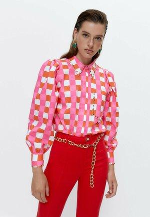MIT NIETEN - Button-down blouse - pink