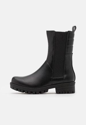 JULIA - Vysoká obuv - black