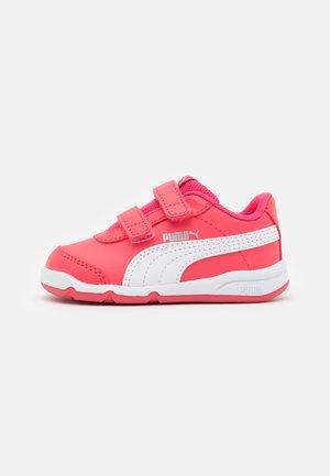 STEPFLEEX 2 UNISEX - Scarpe da fitness - paradise pink/white