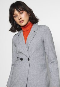 Vero Moda Petite - VMDORIT JACKET BOOS - Short coat - light grey melange - 4