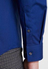 Calvin Klein Tailored - POPLIN STRETCH SLIM FIT - Formal shirt - blue - 5