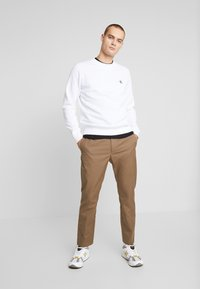 Calvin Klein Jeans - ESSENTIAL  - Sweatshirt - bright white - 1