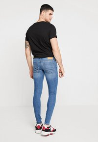 Jack & Jones - JJITOM JJORIGINAL - Vaqueros pitillo - blue denim - 2