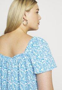 Fashion Union Plus - BEANA - Blouse - blue/white - 3