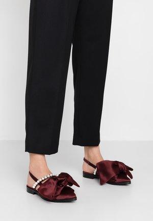 CHELSEA - Nazouvací boty - burgundy